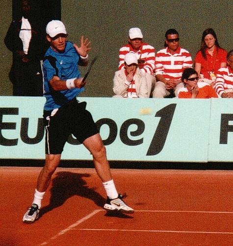 Tomas Berdych er brukbar på grus, og kan skape problemer for Kroatia denne helga. Bildet er fra French Open 2006.