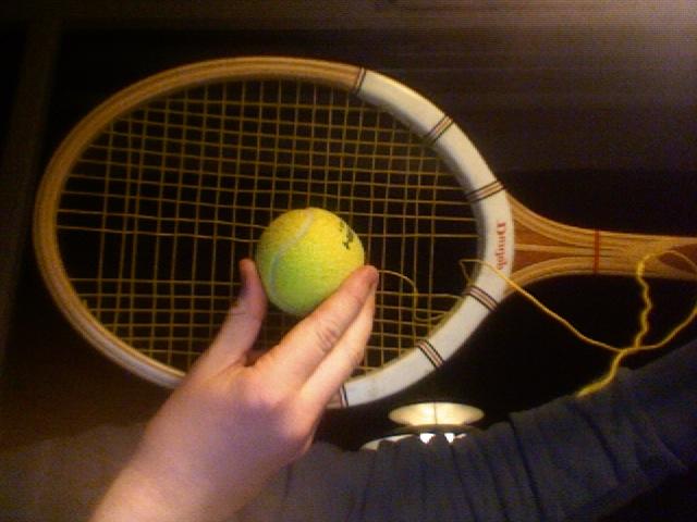 For å vise hvor lite hode de gamle tennisracketene hadde.