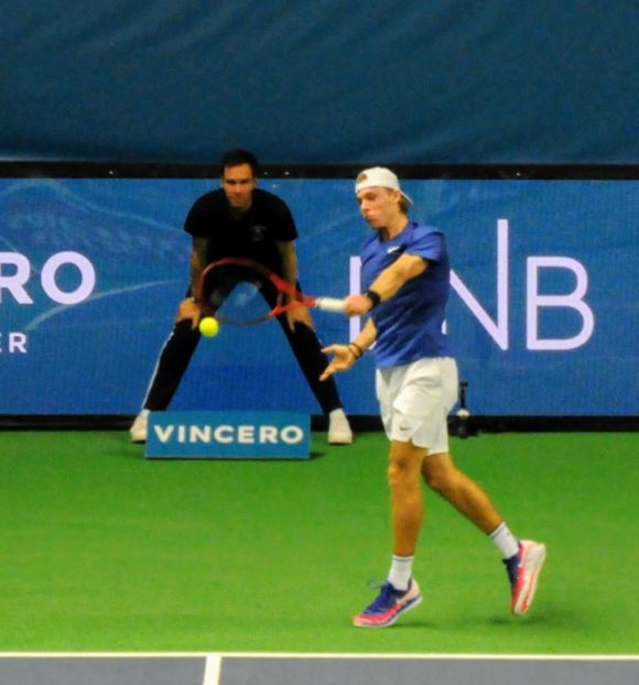 Denis Shapovalov backhand